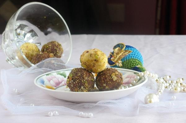 Paneer-Coconut Laddoos